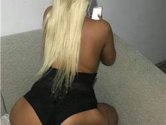 escorte mature: Blonda 😘😘😙👄22 de ani caut colega 😘😍